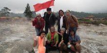 Peserta tour paket wisata one day tour Dieng. Lokasi di Kawah Sikidang
